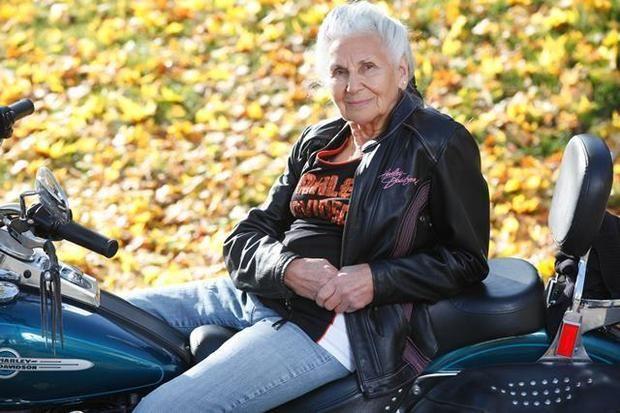 Wow, à 89 ans cette femme du New-Jersey fait toujours du Harley